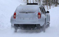 Dacia Duster electrică de curse? Prototipul ciudat surprins de fotografii spion
